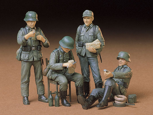 German Soldiers at Rest 1/35 Plastic Model Kit